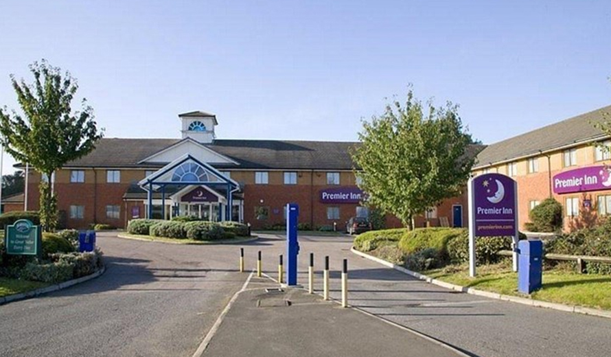 Taxi to and from Premier Inn Luton Airport