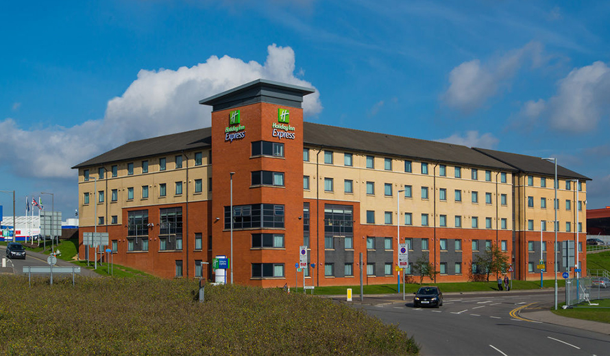Taxis to and from Holiday Inn Express London – Luton Airport